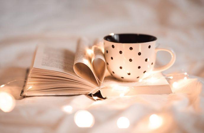 Dobra książka na długie, jesienne wieczory – co przeczytać?