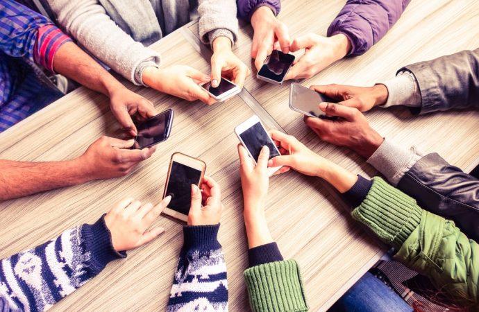 Jak nie korzystać ze smartfona? – podstawowe błędy użytkowników