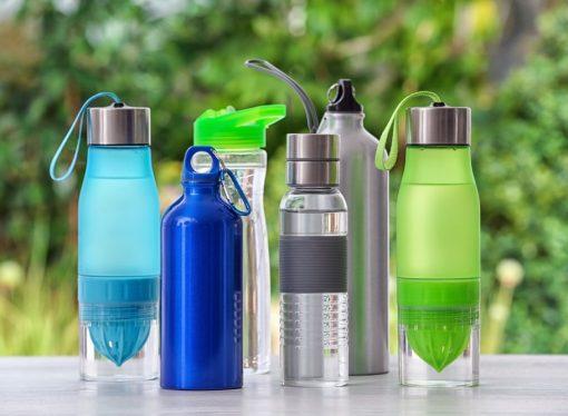 Butelki wielokrotnego użytku – podstawowe zalety rozwiązania