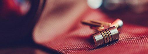 Spinki do mankietów – jak wybrać odpowiednie?