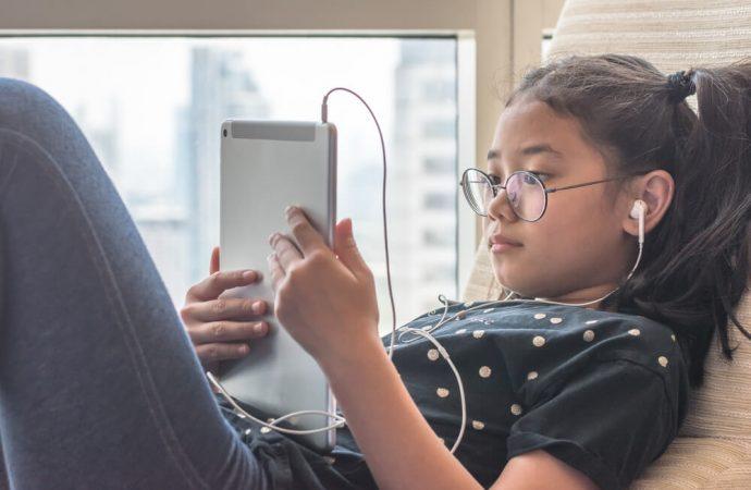 Dziecko w świecie cyfrowym – jak nauczyć dziecko korzystania ze smartfona?