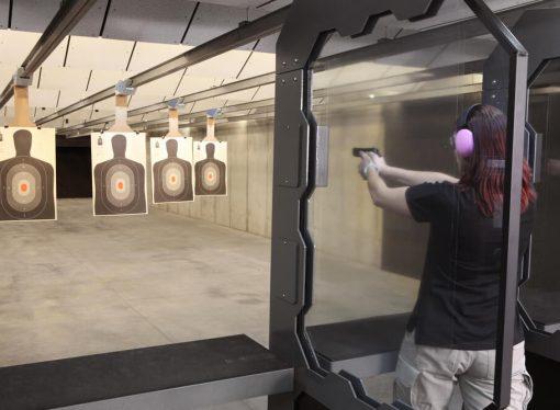 Strzelanie z instruktorem – jak wyglądają pierwsze wizyty na strzelnicy?